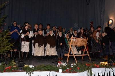 """Regionálna prehliadka folklórnych skupín pod názvom """"Z ďaleka my ideme"""" [18.12.2016]"""