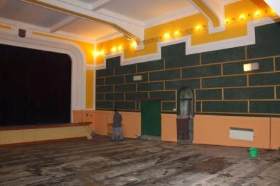 Vymaľovanie a výmena sedačiek v kinosále KD [14.04.2015]